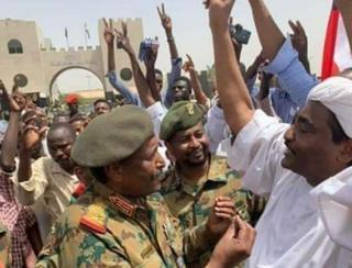 Le Conseil de paix et de sécurité de l'Union africaine a lancé un ultimatum de 15 jours à la junte militaire soudanaise pour qu'elle transfère le pouvoir à une autorité politique dirigée par des civils, sous peine d'être suspendue.