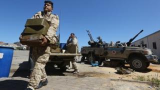 Des factions rivales se battent pour le contrôle de la Libye depuis 2011