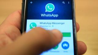Bir WhatsApp kullanıcısı