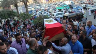 Mourners carry the coffin of a police officer killed in a shoot-out with militants in Egypt's Western Desert (21 October 2017)