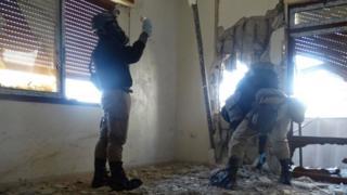 BM'nin kimyasal silah uzmanları 2013 yılında Şam'da incelemelerde bulunuyor.