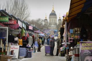 Церковь и рынок в Донецке