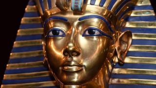 تمثال لتوت عنخ آمون
