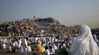 Mahujaji wakongamana katika mlima Arafat