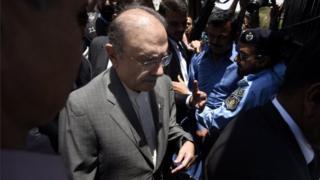 Asif Ali Zardari outside curt