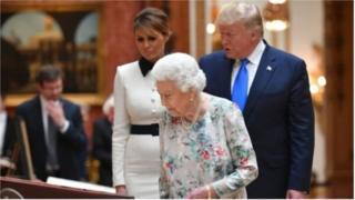 डोनाल्ड ट्रंप-ब्रिटनच्या महाराणी एलिझाबेथ