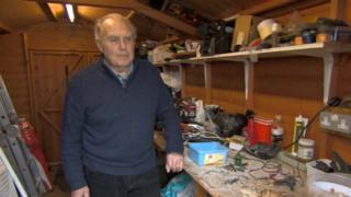 Mouse filmed moving items in man's shed in Bristol