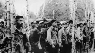 Đội khiêng cáng của dân quân Quảng Tây ngày 22/02/1979 chờ vượt biên giới sang Việt Nam đưa thương binh về