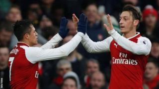 Alexis Sanchez na Mesut Ozil bamaze igihe bashaka kuva muri Arsenal