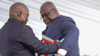 Bwana Kabila (ibumoso) yashyikirije ubutegetsi Bwana Tshisekedi (iburyo) mu kwezi kwa mbere k'uyu mwaka, nyuma y'amatora ataravuzweho rumwe yo mu mwaka ushize wa 2018