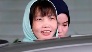 Đoàn Thị Hương tươi cười hôm 1/4 sau khi tòa phán quyết cô sẽ được thả tự do