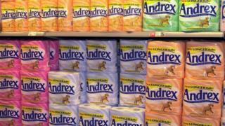 Рулоны туалетной бумаги Andrex