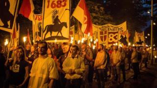 身份認同運動(Identitarian movement)成員2017年在維也納卡倫堡集會遊行。