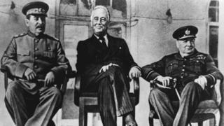 Иосиф Сталин, Франклин Рузвельт и Уинстон Черчилль на Тегеранской конференции