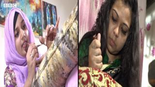 দুই নারী মেহেদি পরান
