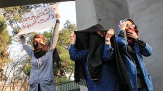 तेहरान यूनिवर्सिटी के छात्र
