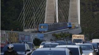 Linha 4 do Metrô, chegada à estação Jardim Oceânico, na Barra da Tijuca, no Rio de Janeiro.