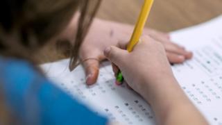 เด็กทำข้อสอบ