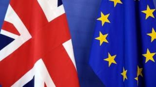 ธงสหราชอาณาจักราและธงอียู