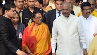 राष्ट्रपति रामनाथ कोविंद अपनी पत्नी सविता कोविंद के साथ