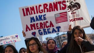 Протесты против миграционной политики Трампа