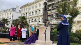 Theresa-May- unveiling- statue.