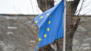 порвавшийся флаг ЕС
