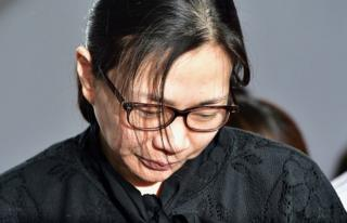 Former Korean Air (KAL) executive Cho Hyun-Ah is surrounded by journalists after she received a suspended jail sentence and was freed by a Seoul appeals court in Seoul on 22 May 2015, after she had been jailed for a year in February for disrupting a flight in a rage over macadamia nuts