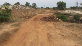 Di road na just 33 kilometre but neva see construction work on top am