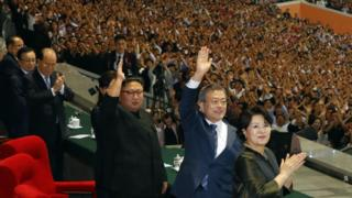 Kim Jong-un and Moon Jae-in at the performance in Pyongyang