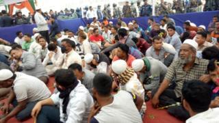আত্মসমর্পণ অনুষ্ঠানে 'ইয়াবা ব্যবসায়ীরা'