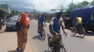Les conducteurs de vélos-taxis trouvent que le métier devient de plus de plus difficile à cause de nombreuses charges