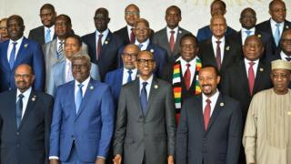 photo de famille de quelques dirigeants de l'UA prise en novembre 2018
