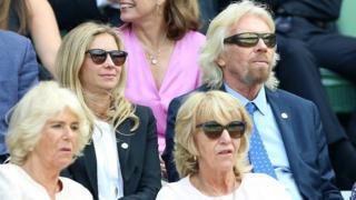 герцогиня Корнуольская с младшей сестрой Аннабел и бизнесмен сэр Ричард Брэнсон с дочерью Холли