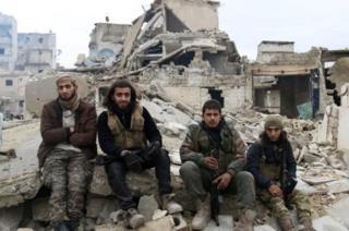 Перемирие в Сирии установилось с декабря прошлого года. При этом все стороны периодически заявляют о его нарушениях