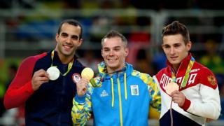 Тройка победителей с медалями