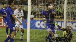 Reinaldo (in white) scores for Chapecoense