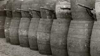 Barrel barricade in Dublin 1916