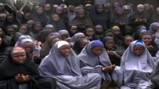 Qaar ka mid ah gabdhihii Chibok ee sawirkooda la shaaciyay bishii May 2014, waxyar un kaddib markii la afduubtay