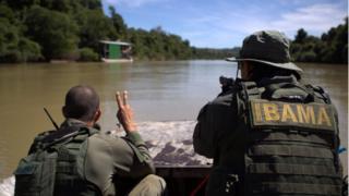 Ibama desativa balsas de garimpo ilegal de ouro no Rio Novo, limite da Floresta Nacional do Jamanxim, no Pará