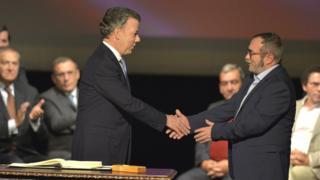 Президент Колумбии и лидер ФАРК подписали второе мирное соглашение