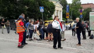 Heridos siendo auxiliados en Turku