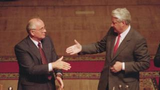 Mikhail Gorbachev và Boris Yeltsin