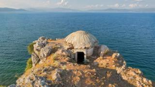 bunker na moru u Albaniji