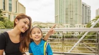 แม่และลูกในสิงคโปร์