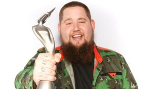 Rag N Bone Man with his Brits trophy