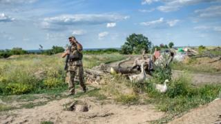 Солдат української армії на передовій. Луганська область, червень 2018 року.
