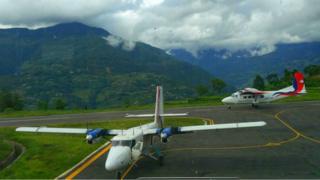 भोजपुरको टक्सार विमानस्थलमा नेपाल एयरलाइन्सको नयाँ जहाज वाई१२ ले परीक्षण उडान गरेको छ।