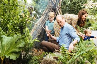 威廉王子和凯特一家人享受由凯特参与设计的回归自然花园。