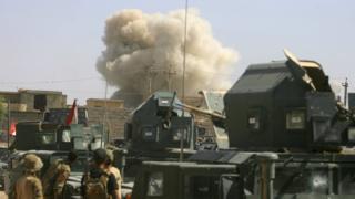 Felluc'de ABD öncülüğündeki koalisyonun hava saldırısı sonrası dumanlar yükseliyor.